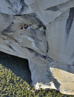 Alex Honnold setting the new speed record up The Nose (Yosemite)