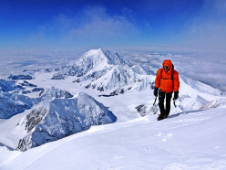 Andy Houseman ascending the final meters to the summit of Denali (6194m) in Alaska on 27/06/2012 after having climbed the Slovak Direct.