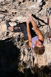 Aleksandra Taistra redpointing Geminis 8b+, Rodellar
