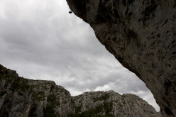 Stefan Glowacz climbign his project in the Verdon Gorge, France
