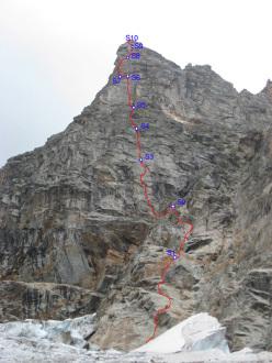 Mont Greuvettaz, Mont Blanc range: Mandorlita (6b+ - 6a obbl. 460m, Marco Farina, Francesco Canale, Elia Andreola 08/2011)