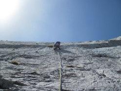 Sull'ultimo tiro di Vacanze romane (2070m, 43 tiri, EX-) parete Nord Monte Camicia (Gran Sasso).