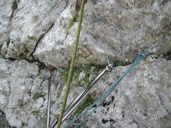 Sosta su Vacanze romane (2070m, 43 tiri, EX-) parete Nord Monte Camicia (Gran Sasso).