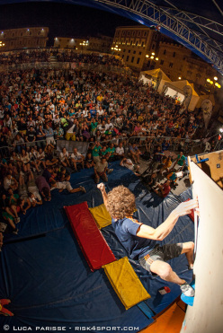 Guillaume Glairon Mondet winning the L'Aquila Climbing Festival 2012