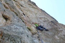 Martin Dejori sul secondo tiro della Via Africa, Torre delle Mesules Est, Dolomiti