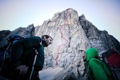 Hansjörg Auer & Much Mayr su L'ultimo dei Paracadutisti in Marmolada, Dolomiti  (8b +, 750m).