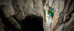 Nick Bullock in arrampicata a Gogarth