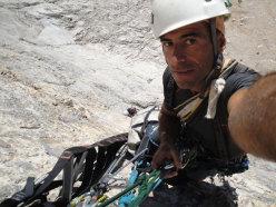 Luca D'Andrea climbing up Compagni dai campi e dalle officine, Gran Sasso, Corno Grande, vetta Occidentale