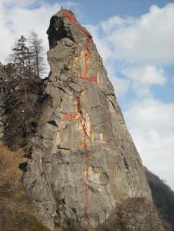 Fuga dal Guado (6c, 90m, Marco Dellanoce and Simon Grosjean, 08/2012) Torre di Vincenzo, Valle di Cogne.