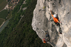 Nicola Tondini climbing Via di testa