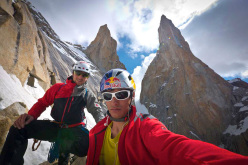 David Lama e Peter Ortner sulla via Eternal Flame, Nameless Tower, Trango Towers, Karakorum.