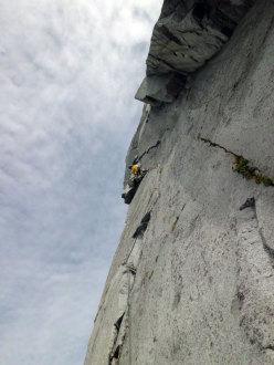 Fessure Remote (280m, VII obl. e 20m di A1 continuo) parete Ovest della Cima di Danerba 2.910m (Catena del Breguzzo, Gruppo Adamello)