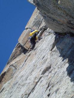 Techno Progressive (260m, VI+, VII+ con un tratto di A1) parete Ovest della Prima Gobba del Monte Folletto, Carè Alto, Adamello)