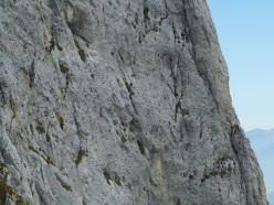 Il colpo di coda (7a+, 160m, Stefano Codazzi, Daniele Natali 22/09/2012 ), Presolana: Daniele recupera Stefano su L2