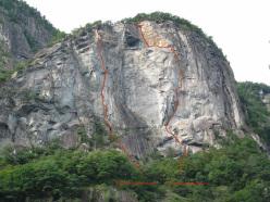 09/2012: Saga di Valle Bavona (7c+/8a, 205m, Stephan Isensee, Tobias Wolf).