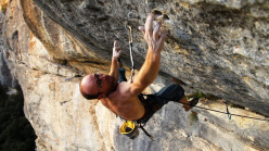 Iker Pou attempting the Bombé bleu project at Buoux, France