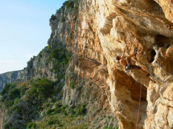 Simone Pedeferri climbing through the Paretone overhangs, Monte Moneta
