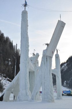 La torre artificiale a Corvara, Dolomiti