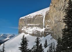 Lacelle Qui Reste, Mt. Wilson, Canada (40m, WI6, Raphael Slawinski, Eamonn Walsh 30/12/2012).