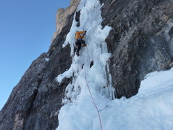 Marco on pitch 3 of Psyco Killer, Tofana di Rozes, Dolomites (Beppe Ballico, Andrea Gamberini & Marco Milanese 12/01/2013)