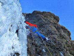 In azione su La Legrima, aperta sulla parete Nord del Sassolungo da Adam Holzknecht e Hubert Moroder