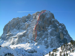 The route line of Pilastro Magno and the 2 bivies used during the first winter ascent carried out by Giorgio Travaglia and Francesco Milani. The photo was taken 2 years prior to the first winter ascent.