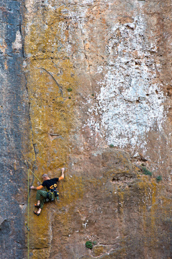 Simone Sarti climbing the beautiful Snake Eye, 7b+, at the Canyon di Ulassai.