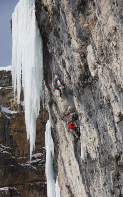 Senza Piombo (M10 WI 5, 140m, 27 + 30/01/2013, Albert Leichtfried, Benedikt Purner) Val Lunga, Dolomites