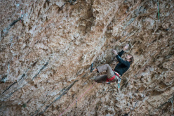 Chris Sharma su Stoking the Fire 9b, Santa Linya