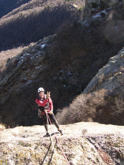 Maurizio Oviglia in discesa dalla Rocca Sbarua