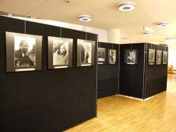 L'allestimento della Mostra Travalicando muri di idde - Biblioteca civica Arzignano (VI)