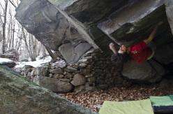 Niccolò Ceria libera il boulder Global warming 8B a Donnas