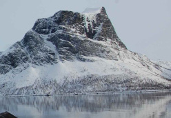 The island of Senja in Norway with the routes Finnkona WI6 on the left and, on the right, Finnmannen (M9+ WI7, 400m Ines Papert, Bent Vidar Eilertsen 02/2013)