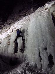 Ice climbing in notturna ai Serrai di Sottoguda