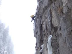 Colpo d'ariete, Vallone del Recaf (120m, WI5 M6+, Giorgio Tameni, Luca Tamburini 21/02/2013).