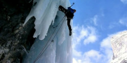 Una fase dell'apertura di Attraverso Travenanzes, nuova cascata in Val Travenanzes (Dolomiti)
