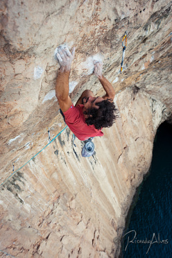 Leopoldo Faria making the first ascent of Peixe Porco at Sagres, the first 9a sport climb in Portugal.