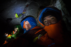 Hansjörg Auer, Peter Ortner and David Lama, Schiefer Riss, Sagwand