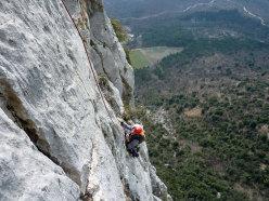 Sulla via La ritrovata gioia di arrampicare, Pian della Paia.