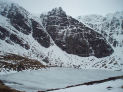 Pinnacle Buttress e Post Face, Creag Meagaidh