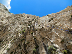 Gianni Canale falling off pitch 3... the horrendous overhang