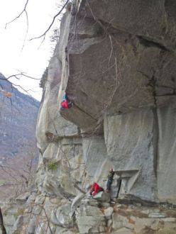 Tom Randall onsighting Turkey Crack 8a at Cadarese, Val d'Ossola, Italy