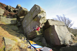 Michele Caminati on England's gritstone: Voyager sit 8B+