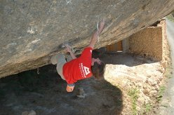 Dave MacLeod free-soloing Darwin Dixit at Margalef in Spain, March 2008