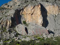 La falesia Artino's Wall ai piedi di Rocca Calanna.