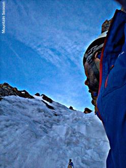 31/05/2013: Alessio Cerrina e Michele Perotti durante la prima salita di Due generazioni (400m, ED- (IV / 5)), Punta Est di Cima de Cessole (2950m), Alpi Marittime. Ale in contemplazion su cosa lo aspetta 5 tiro.