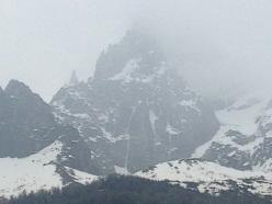 L'evidente linea di ghiaccio di Birthright sul Grands Charmoz, Monte Bianco, salita per la prima volta da Mark Twight e Scott Backes nel 1993 e liberata da Matt Helliker e Jon Bracey il 07/06/2013