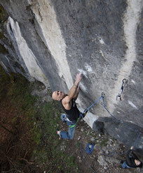 Markus Bock su Three Suns And One Star 11-/11 (8c+), Frankenjura, Germania