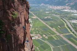 Cojote (100m, 7a max), a new crack climb on Pareti di Monticolo (Bolzano, South Tyrol).