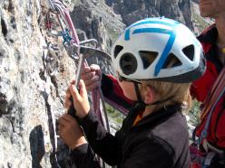 Paolo Sterni attrezza una sosta di Gallo George, Muraglia del Giau, Lastoni di Formin, Dolomiti